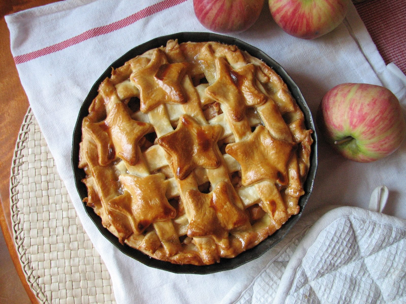 homemade American apple pie, USA