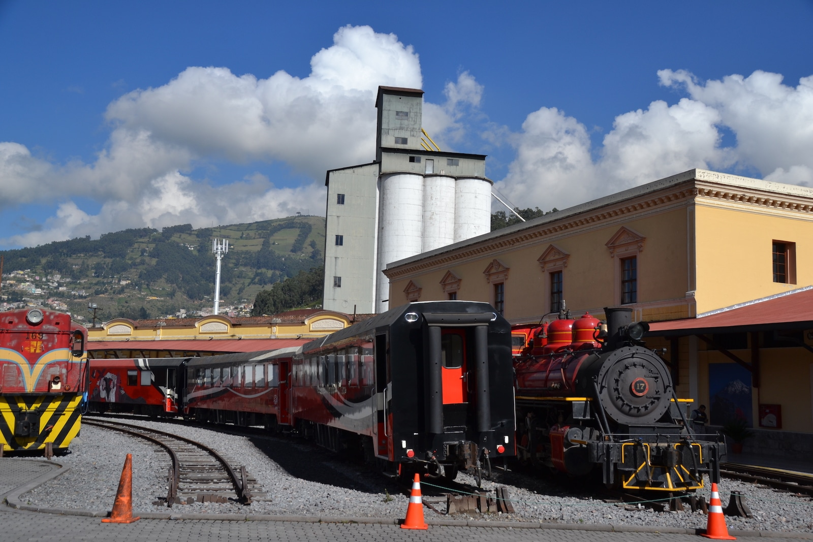 Trains in Quito, Ecuador