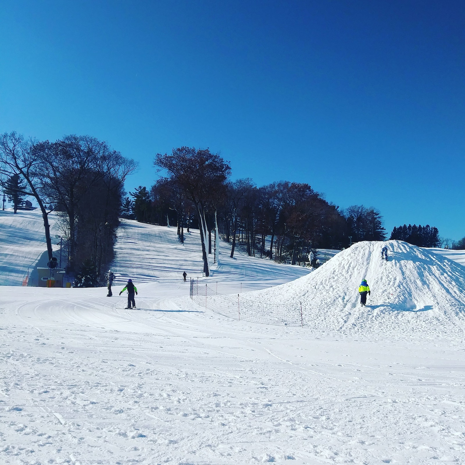 Image of skiers and snowboarders at Ausblick Ski Resort in Wisconsin