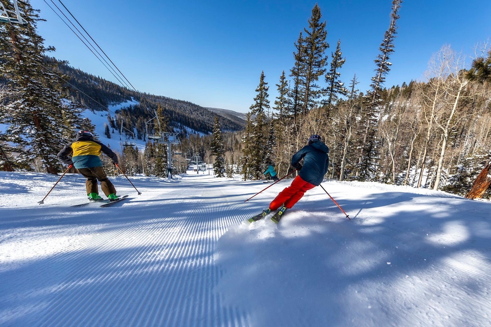 Image of two skiers going down the slope at Eagle Point Resort in Utah