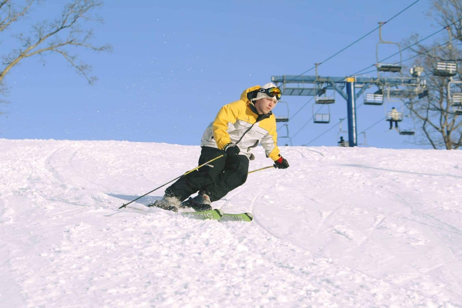 Image of a skier in yellow going down the slope at Snowstar Winter Park in Illinois