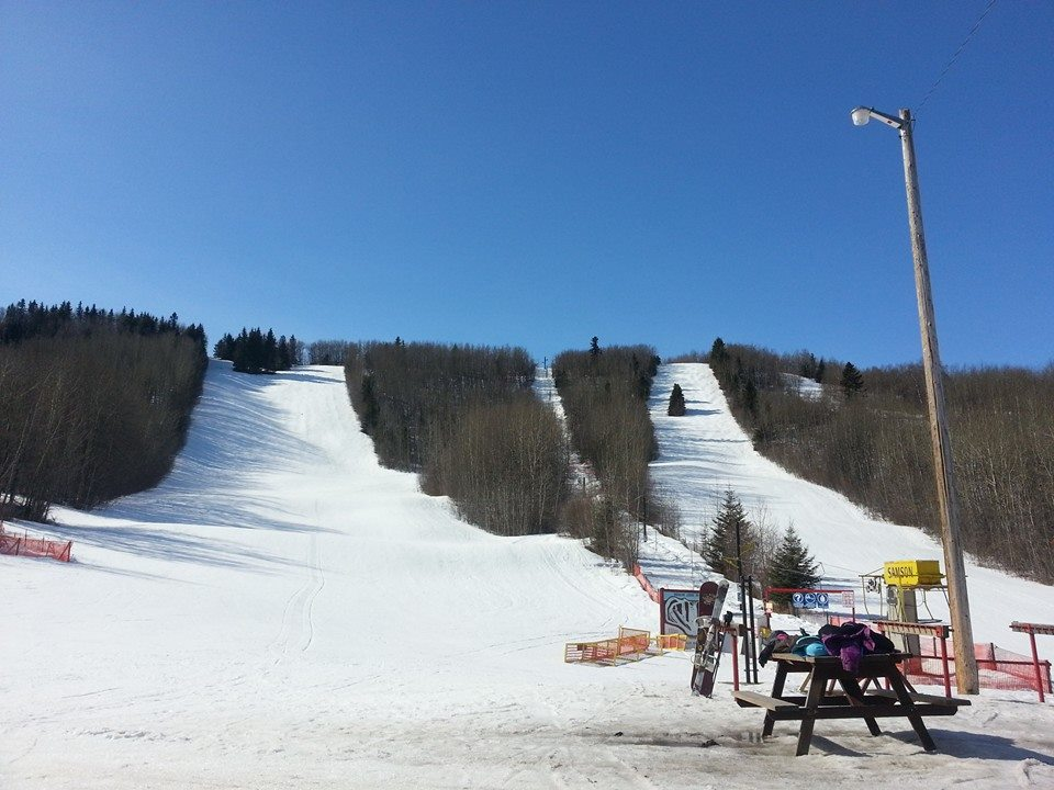 Image of Medicine Lodge Ski Area in Canada from the base of the slopse