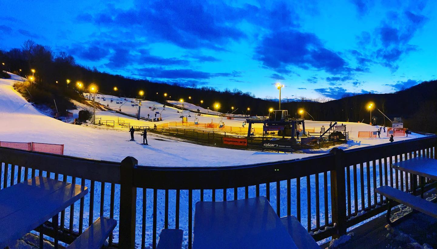 Image of night skiers at Shawnee Mountain Ski Area in Pennsylvania
