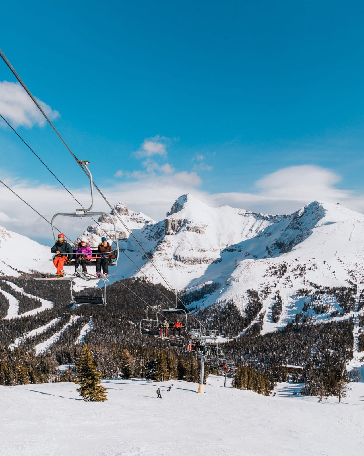 Image of the ski lift and mountain at Sunshine Village in Canada